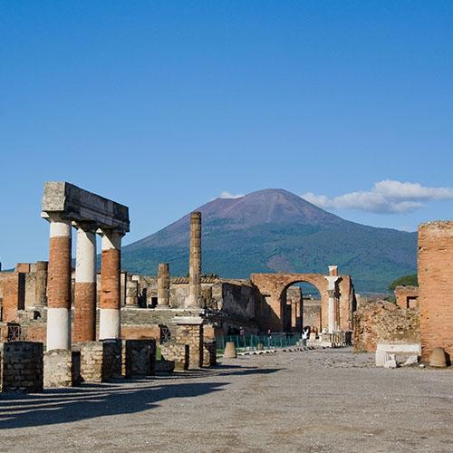 Pompei città sepolta da scoprire con mani e vulcani