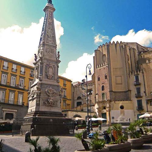 Piazza-San-Domenico-Maggiore-01