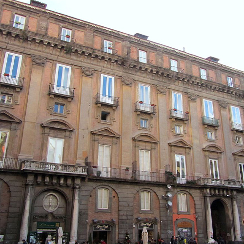 Piazza-San-Domenico-Maggiore-03_palazzo_casacalenda