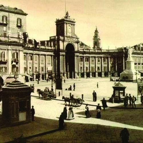 piazza-Dante-Napoli-Antica